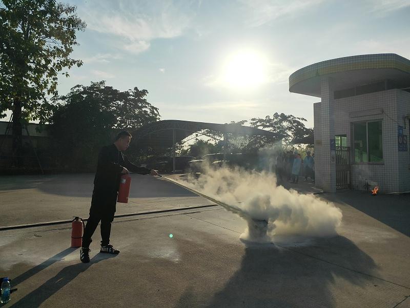 立科硅胶制品厂消防演习灭火器